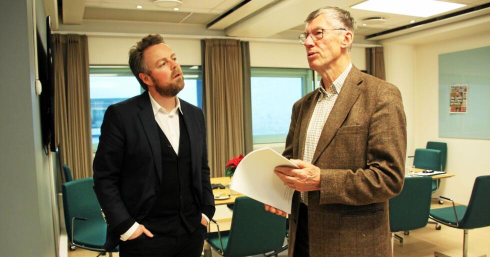 Næringsminister Torbjørn Røe Isaksen i samtale med KrF-nestor Einar Steensnæs. Foto: Christiane Jordheim Larsen