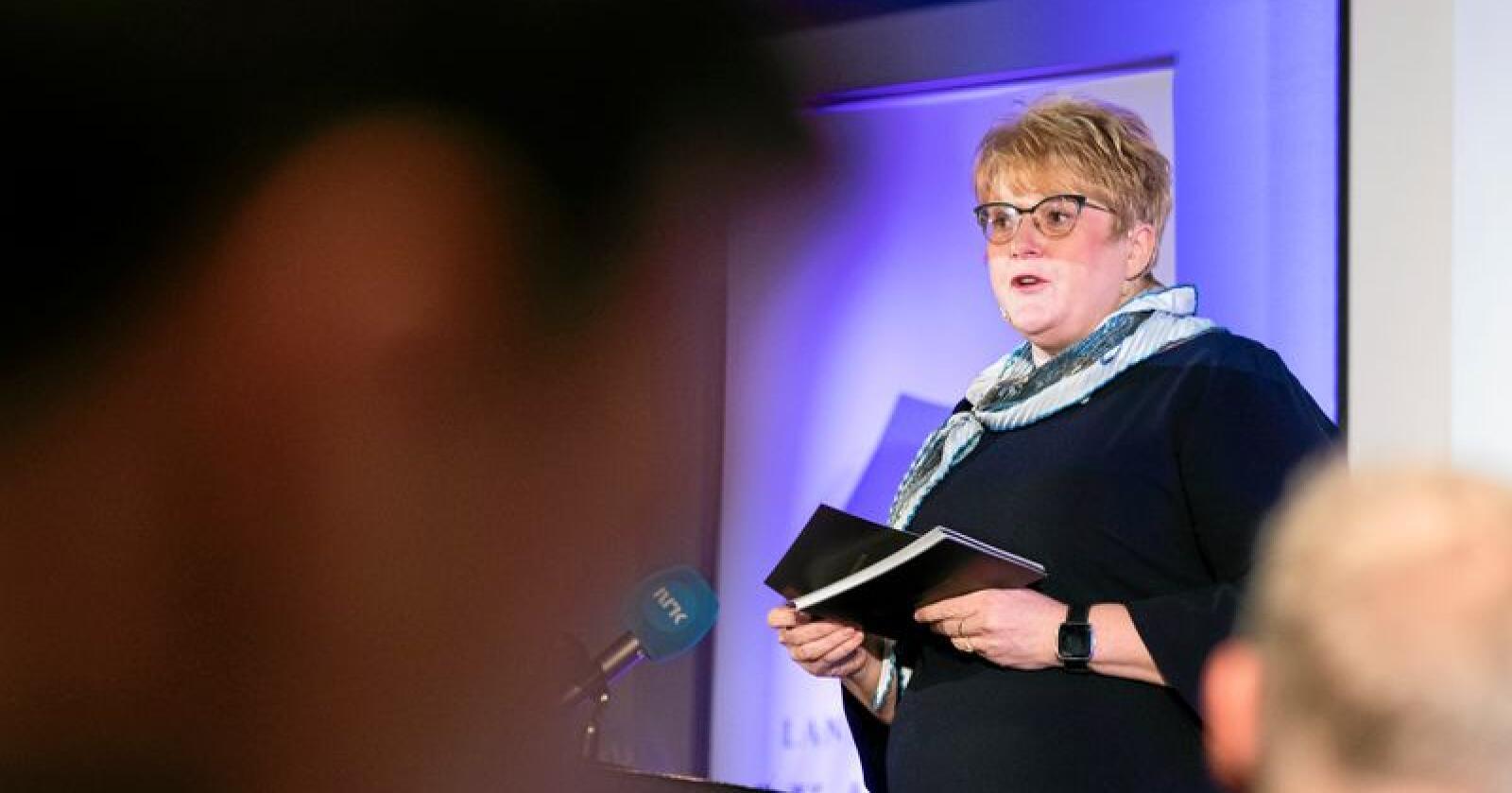 Manglar nynorskblikk: Kulturminister Trine Skei Grande, her under presentasjonen av mediestøttemeldinga førre veke. Foto: Berit Roald / NTB scanpix