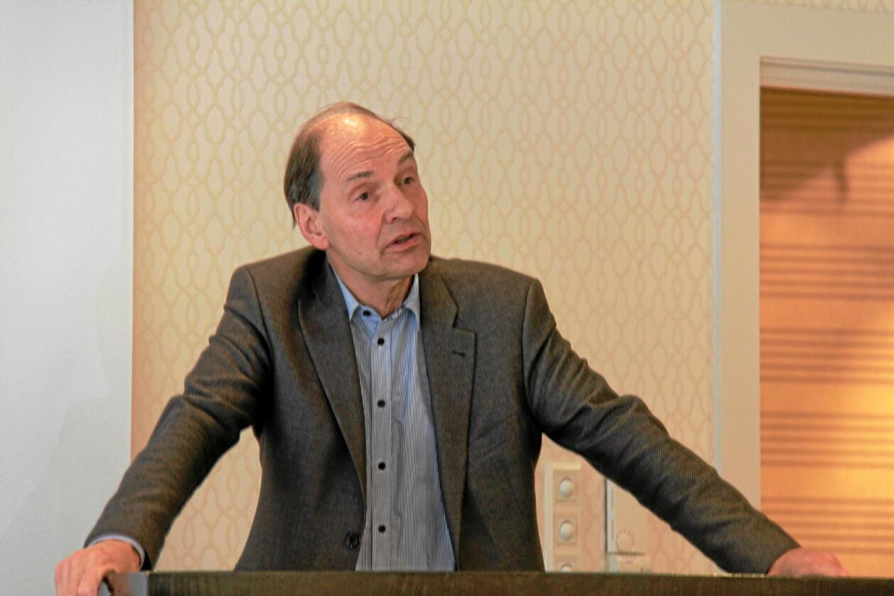 Professor Eivind Smith sier at ei uavhengig klagenemnd vil føre til mindre politisk styring i enkeltsaker. Foto: Anders R. Christensen