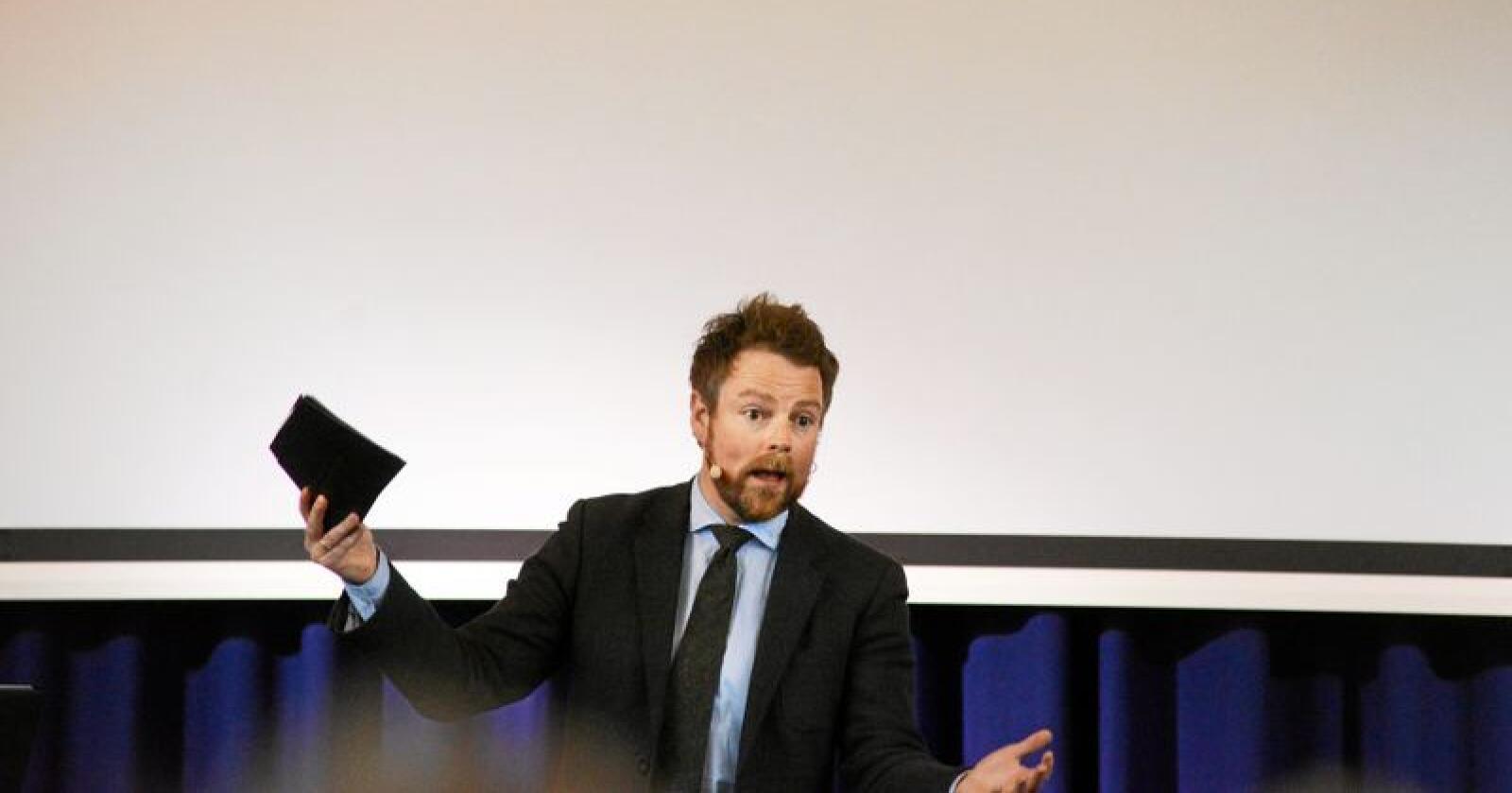 Næringsminister Torbjørn Røe Isaksen (H) skal vurdere tiltak for å øke konkurransen i dagligmarkedet. Foto: Siri Juell Rasmussen