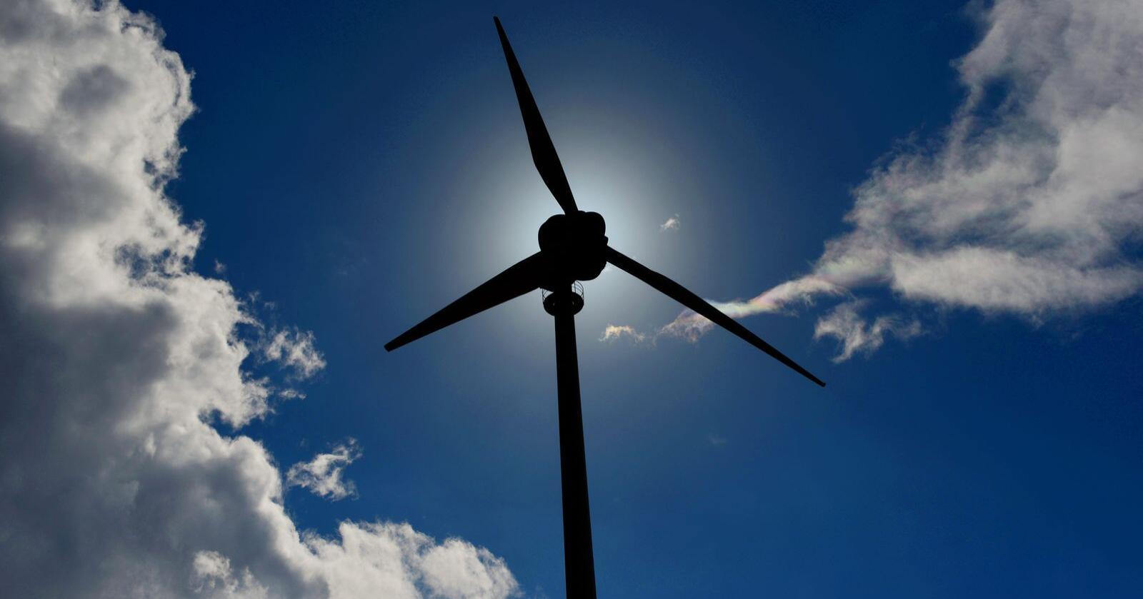 I Nord-Norge er 40,8 prosent positive til vindkraft, mens 47,3 prosent sier nei til vindturbiner i sitt nærområde. Foto: Frank May / NTB