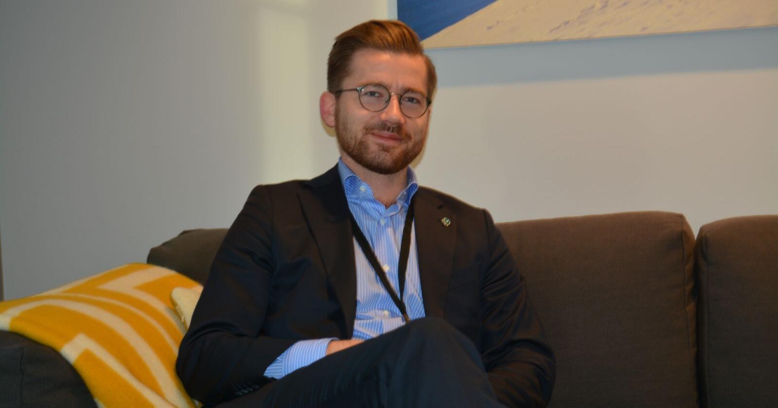Det er ein tendens til å gje rovdyra skulda for alle problema i sauenæringa, meiner klima- og miljøminister Sveinung Rotevatn. (Foto: Anders Sandbu)