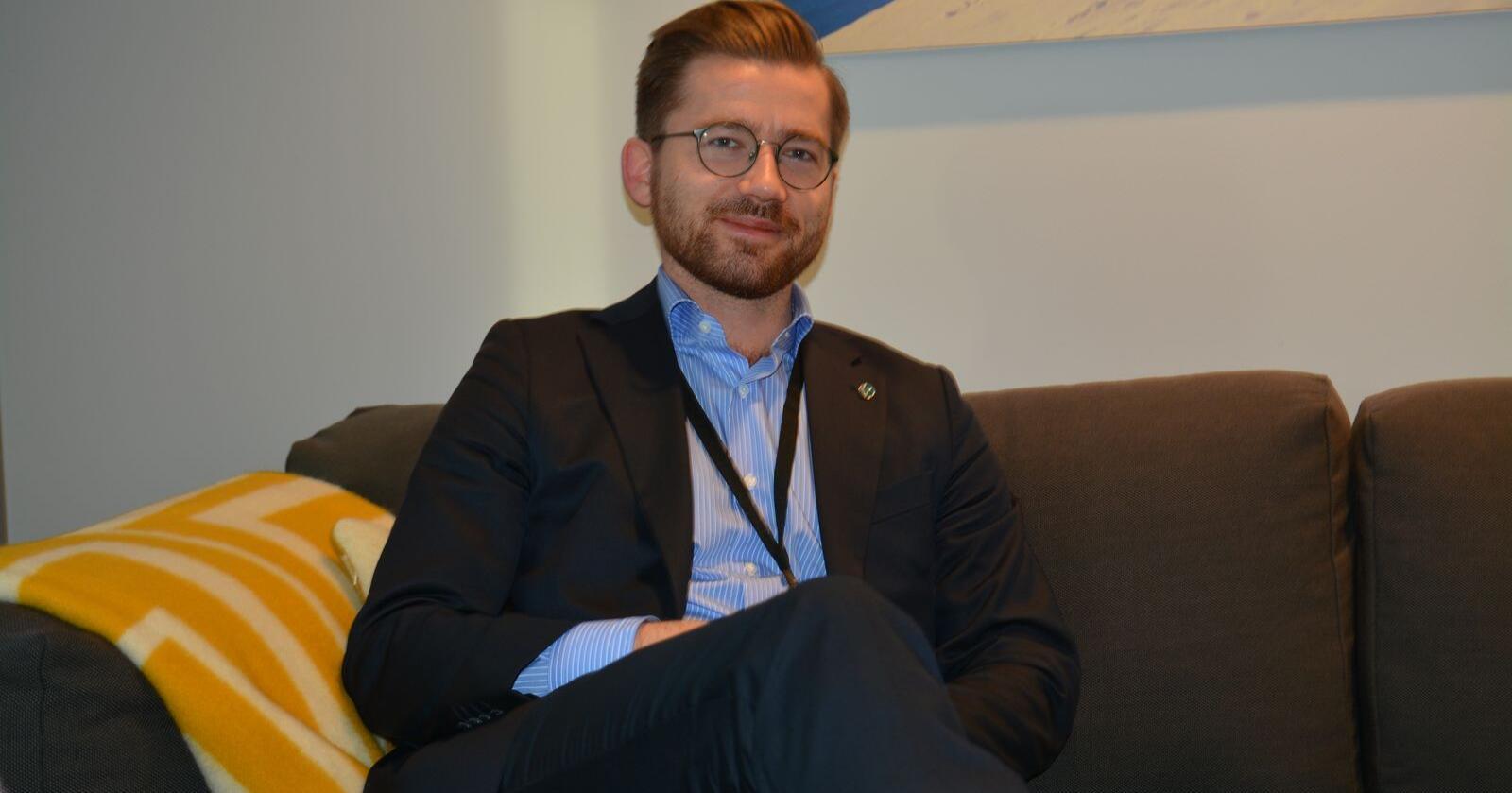 Ønsker omstilling: – Litt uavhengig av hva regjeringen foreslår, tror jeg bøndene gjør klokt i å slå seg til ro med at kjøttkonsumet har nådd en topp. Jeg er ganske sikker på det, sier ny klima- og miljøminister Sveinung Rotevatn (V). (Foto: Anders Sandbu)