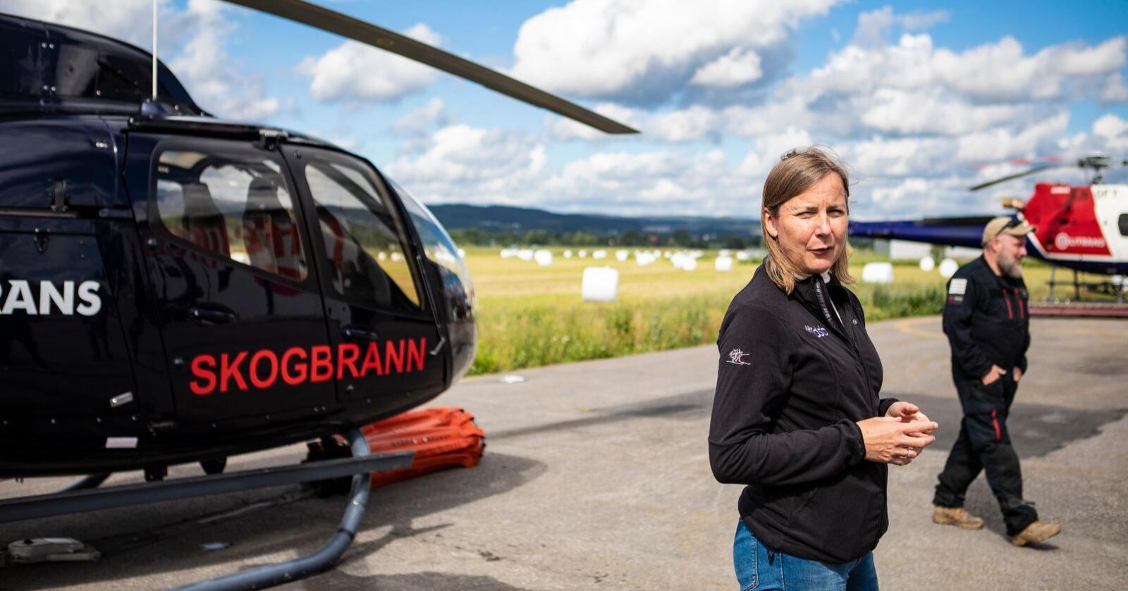 Direktør i DSB Elisabeth Aarsæther under ein demonstrasjon av skogbrannhelikopter i 2020. Foto: Trond Reidar Teigen / NTB