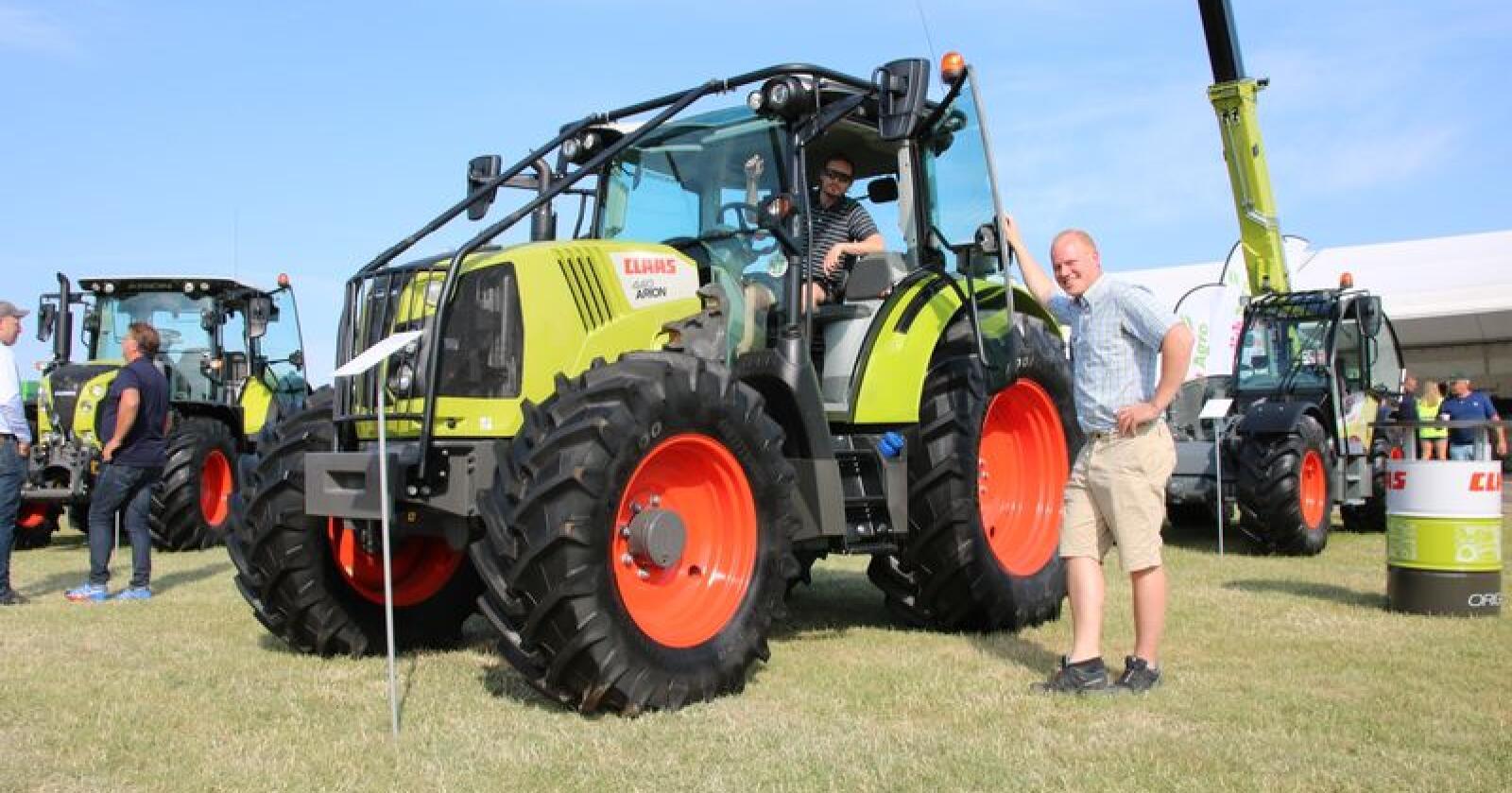 Skogsutrustningen gjør Arion til en allsidig traktor på gårder med kombinert jord- og skogsdrift. Traktoren høsta stor oppmerksomhet, også blant de norske deltakerne ved Borgeby Fältdagar. (Foto: Lars Raaen)