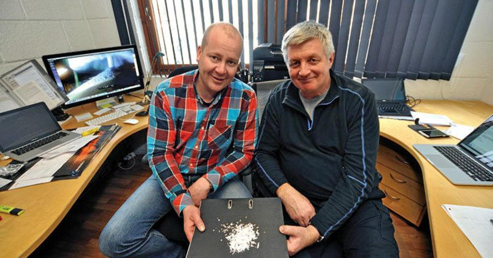 Ståle Amundsen (til venstre) og Ove Lerdahl jobber i Standard Bio. De vil skape  et klimavennlig alternativ til torv. Foto: Privat