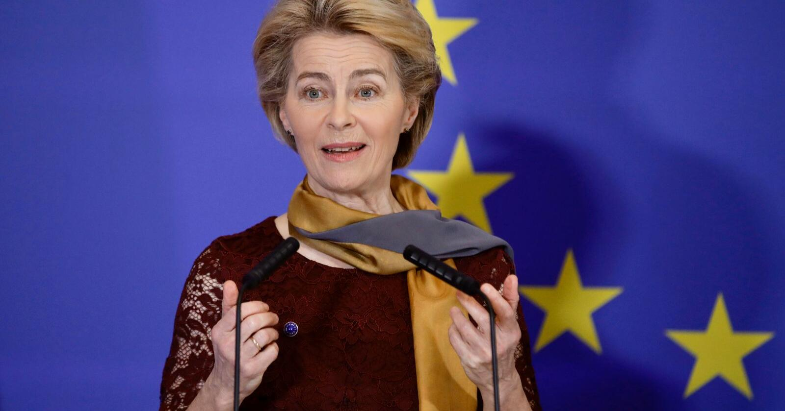 EU-kommisjonens president Ursula von der Leyen tok formelt over styringen søndag. Foto: AP / Olivier Matthys / NTB scanpix