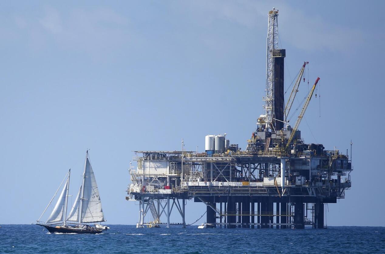 Oljeprisen har sunket med 25 prosent de siste månedene og kan bli lave lenge. Foto: Reuters / NTB scanpix