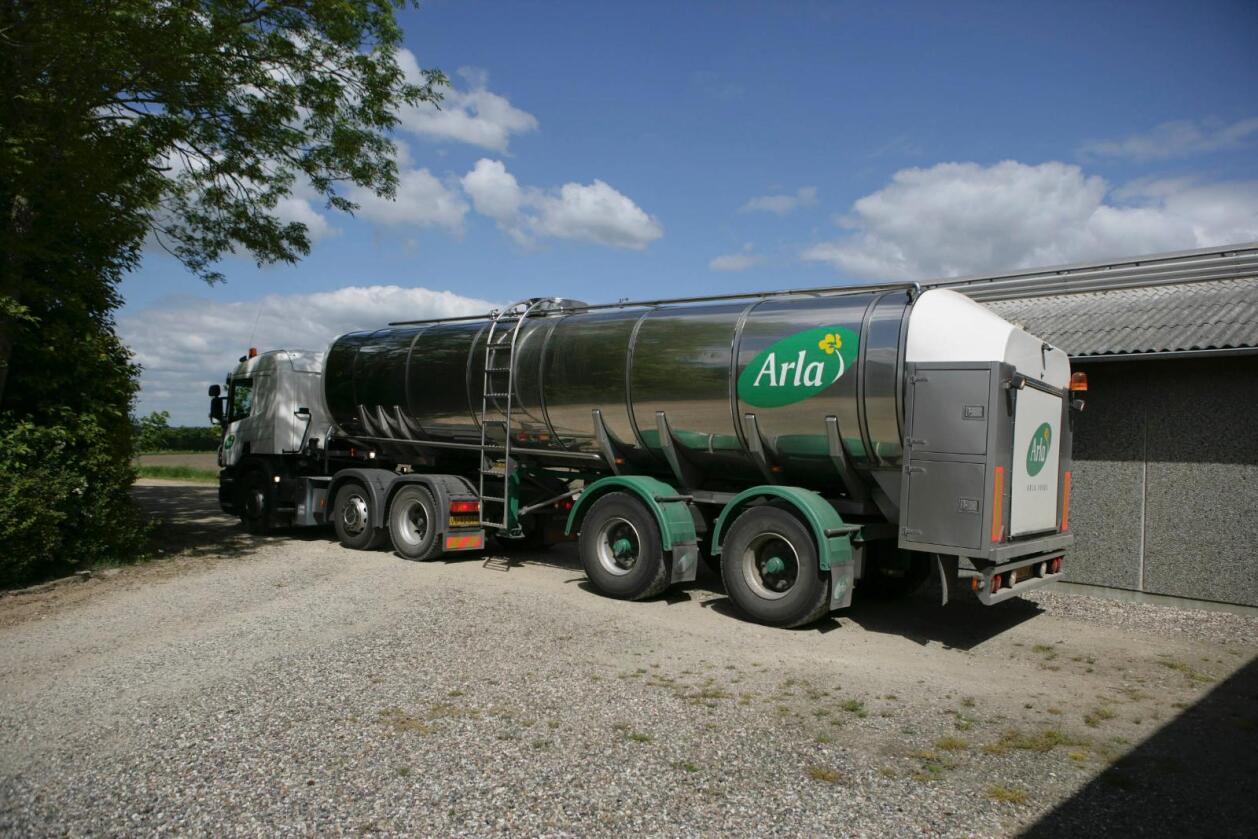 Styret i Arla har bestemt at melkeprisene skal settes ned etter sju måneder med prisøkning. Foto: Arla