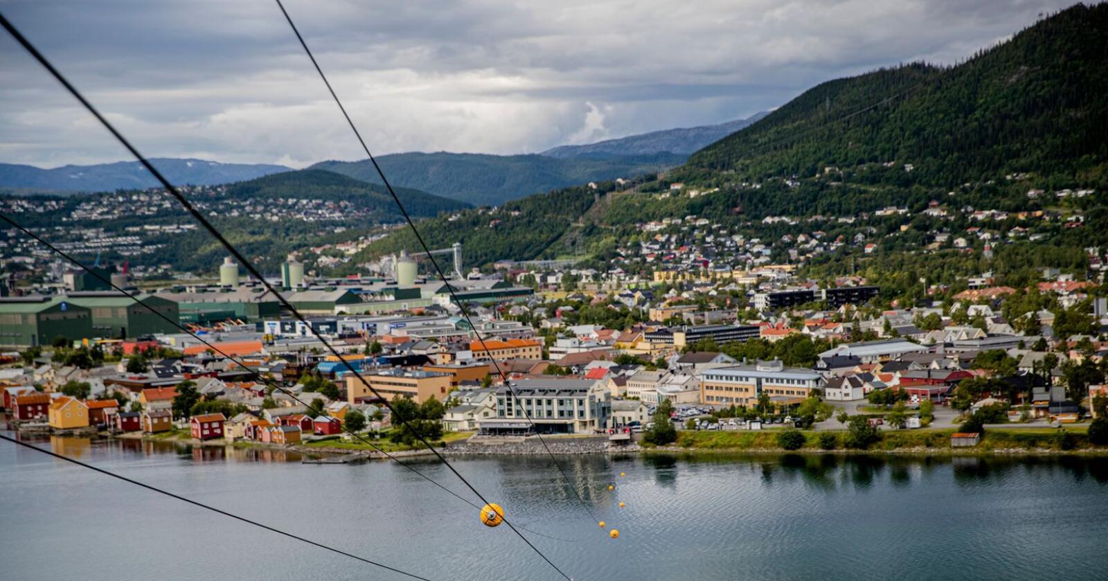 Mosjøen, med sin gjenkjennelige zipline, skal huse et nytt, digitalt våpenregister. Foto: Stian Lysberg Solum / NTB