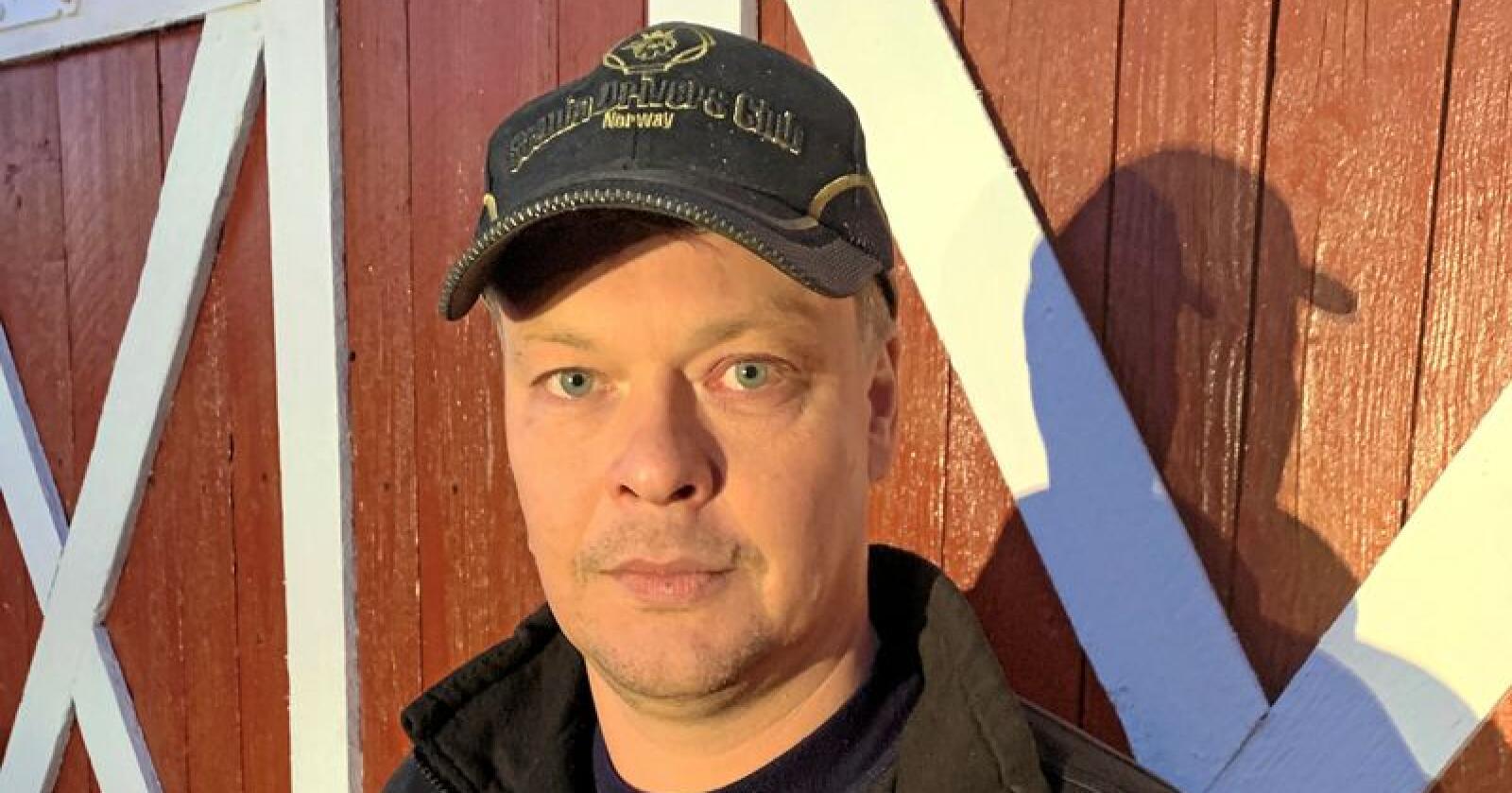 Anders Strøm fra Sør-Odal i Hedmark påkaller nødvergeretten etter å ha skutt ei ulvetispa på eiendommen sin i sommer. Foto: Privat