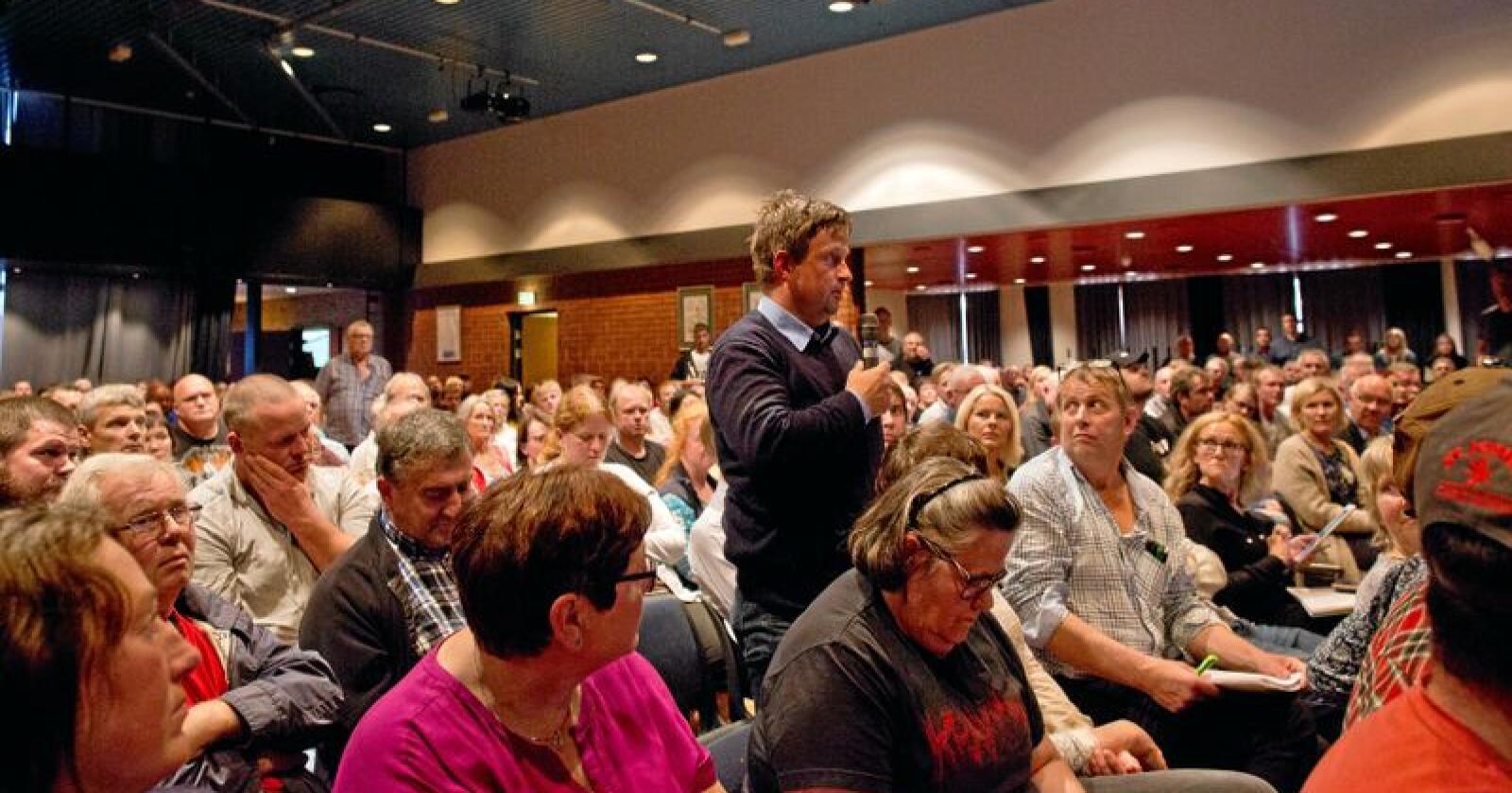 Engasjement fra salen: Jonny Thu som selv har hatt konflikter med Mattilsynet, påpekte at arbeidsgruppen må jobbe med å endre kulturen i et statlig organ. Foto: Solfrid Sande