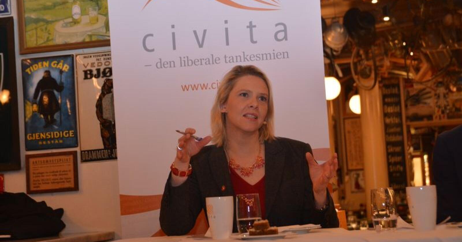Sylvi Listhaug mener en pris på mellom 300 og 500 kroner i måneden kan være aktuelt. Hun tror mange foreldre vil sette pris på å betale for å slippe å lage matpakke. (Arkivfoto: Anders Sandbu)