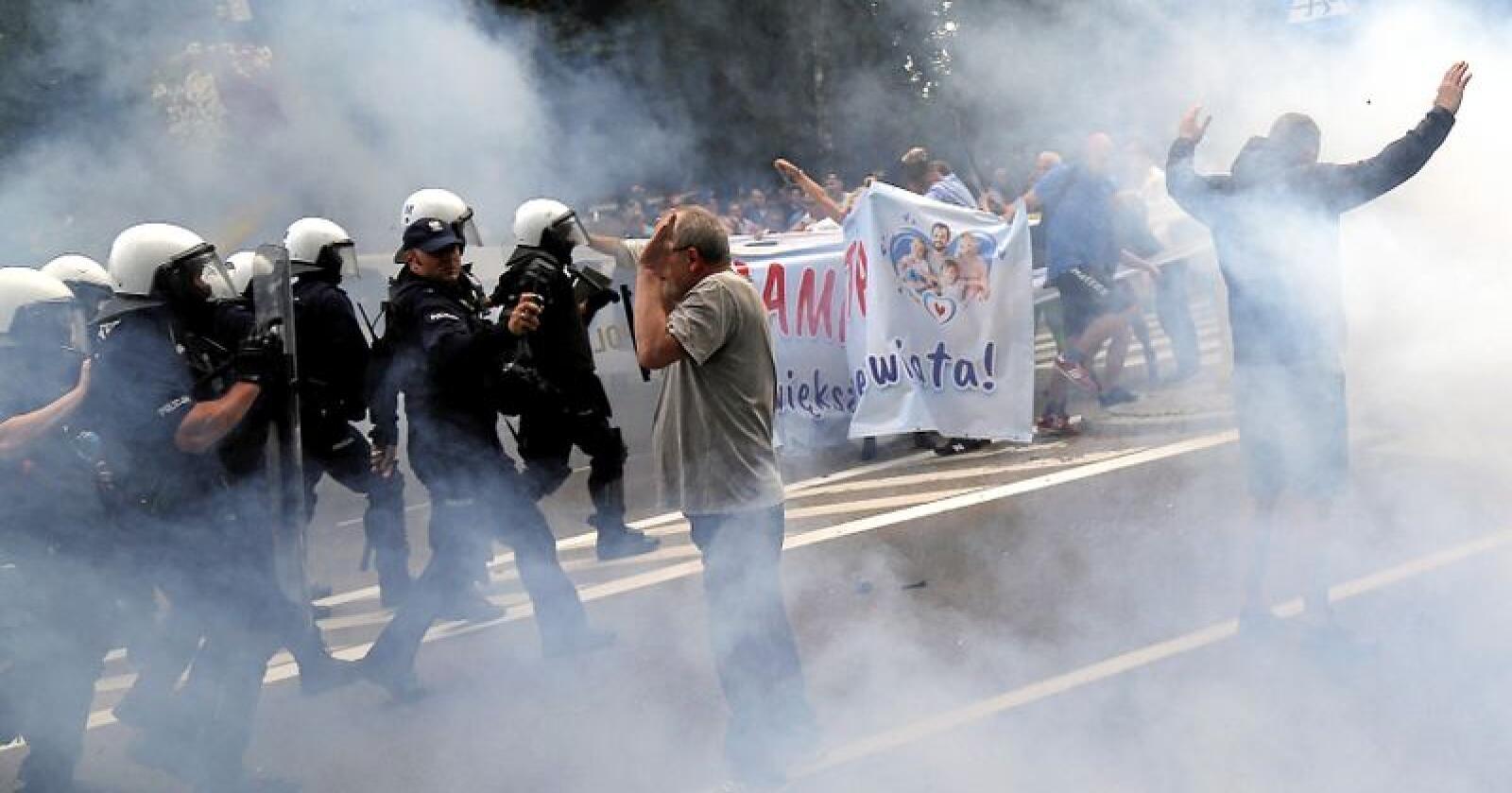 Pride: Demonstranter gikk til angrep på Pride-paradse i Bialystok i Polen 20. juli. Foto: AP/NTB scanpix