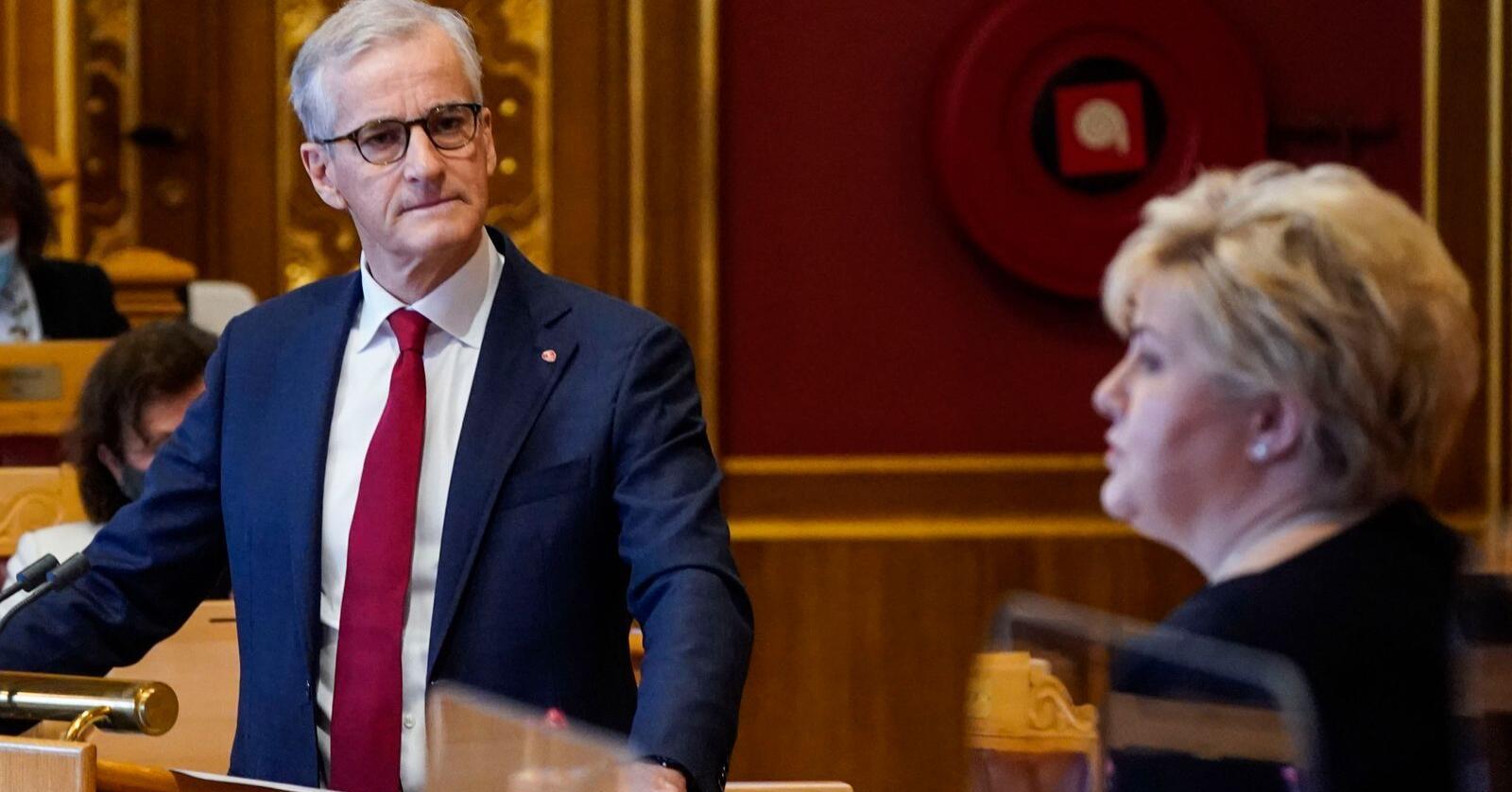 Partiene til statsminister Erna Solberg og Ap-leder Jonas Gahr Støre har begge stor tilbakegang på månedens VG-meningsmåling. Foto: Lise Åserud / NTB