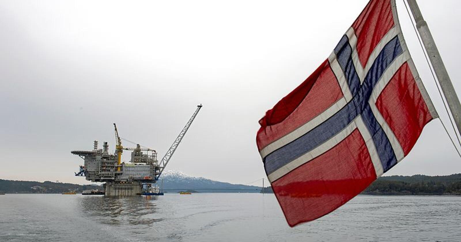 Stadig nye plattformer (her Aasta Hansteen) bygges ut til tross for at IEA har avlyst ny oljevirksomhet dersom Verden skal klare 1,5-gradersmålet. Foto: Marit Hommedal / NTB scanpix