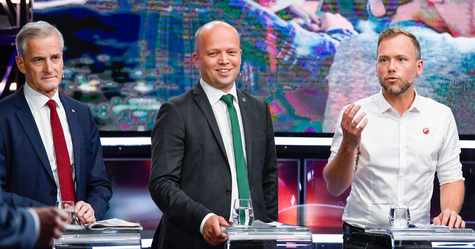 Diskusjonen om Jonas Gahr Støre (Ap) (t.v.) eller Trygve Slagsvold Vedum (Sp) er den selvskrevne statsministerkandidaten på rødgrønn side holdes trolig i live etter en ny måling. Foto: Marit Hommedal / NTB scanpix