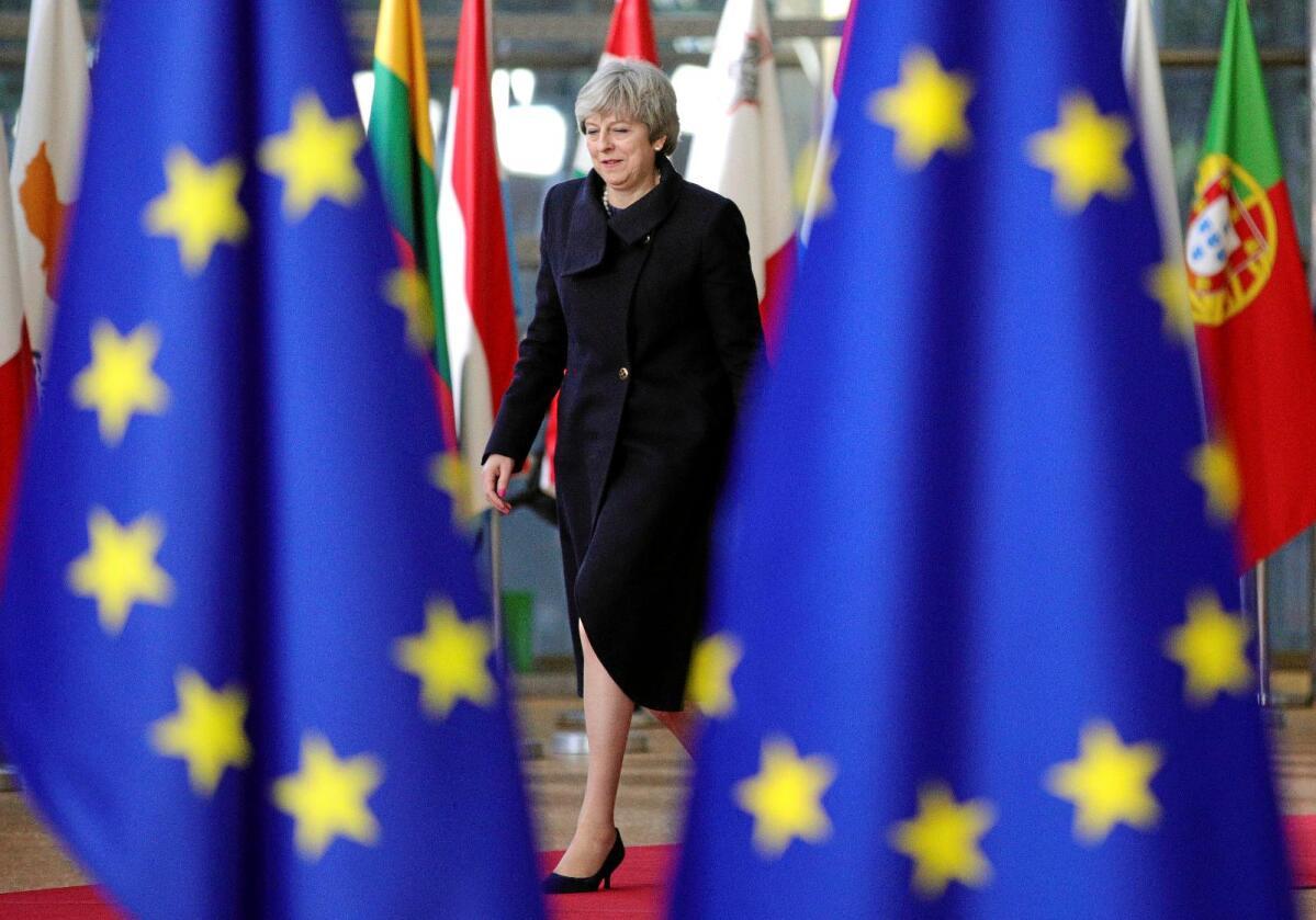 """Ut av EU: Storbritannias statsminister Theresa May skal lede landet ut av EU. EØS-motstanderne hevder at brexit gir Norge nye muligheter til en """"bedre avtale"""", men hva mener man med """"bedre""""?  Foto: Olivier Matthys / AP / NTB scanpix"""