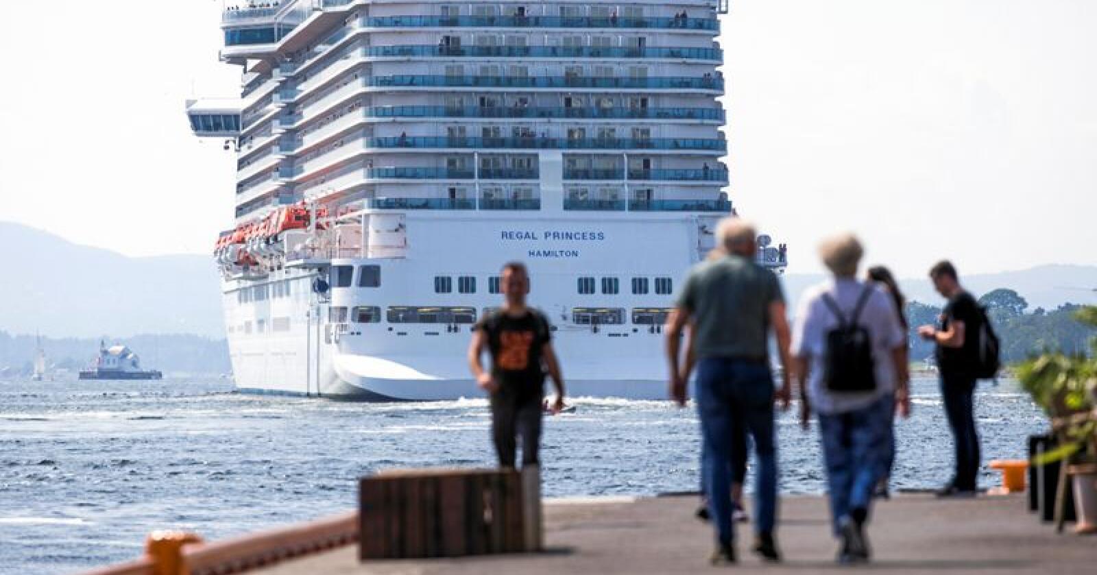 Utslipp: Vi må stille strengere krav til utslipp fra cruisetrafikken langs kysten vår, skriver Else-May Botten Norderhus. Foto: Trond Reidar Teigen / NTB scanpix