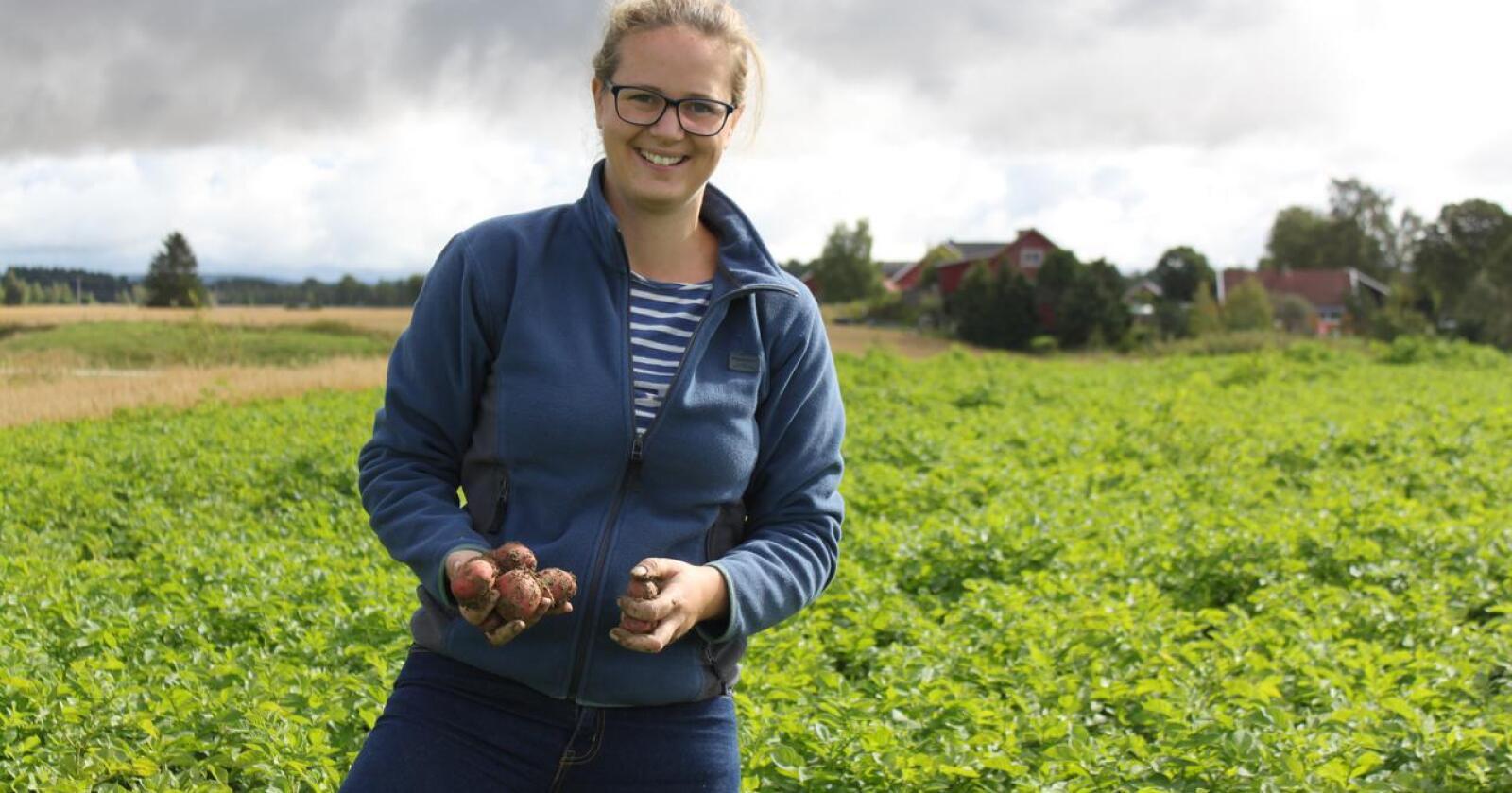 Mari Henrikke Gunnarsdotter Vandsemb (35) produserer bygg og settepotet i Nes kommune. Arkivfoto: Norsk Landbruk.