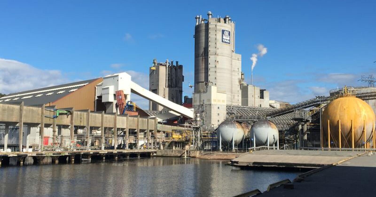 Yara jobber med utslippsfri mineralgjødsel flere steder i verden, blant annet på anlegget i Porsgrunn. (Foto: Yara)