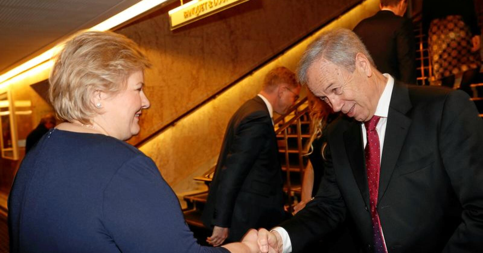 Statsminister Erna Solberg var blant gjestene da sentralbanksjef Øystein Olsen torsdag inviterte til sin årlige middag på Grand i Oslo. Foto: Terje Bendiksby / NTB scanpix