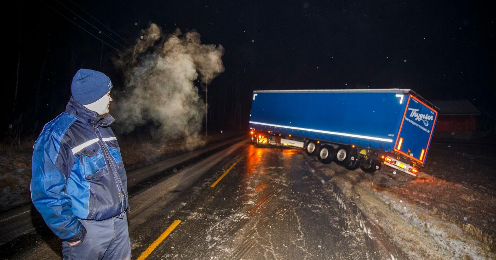Begrenset nytte: Tog til Tromsø hindrer ikke vogntog på vei til Alta fra å kjøre av veien. Foto: Heiko Junge / NTB