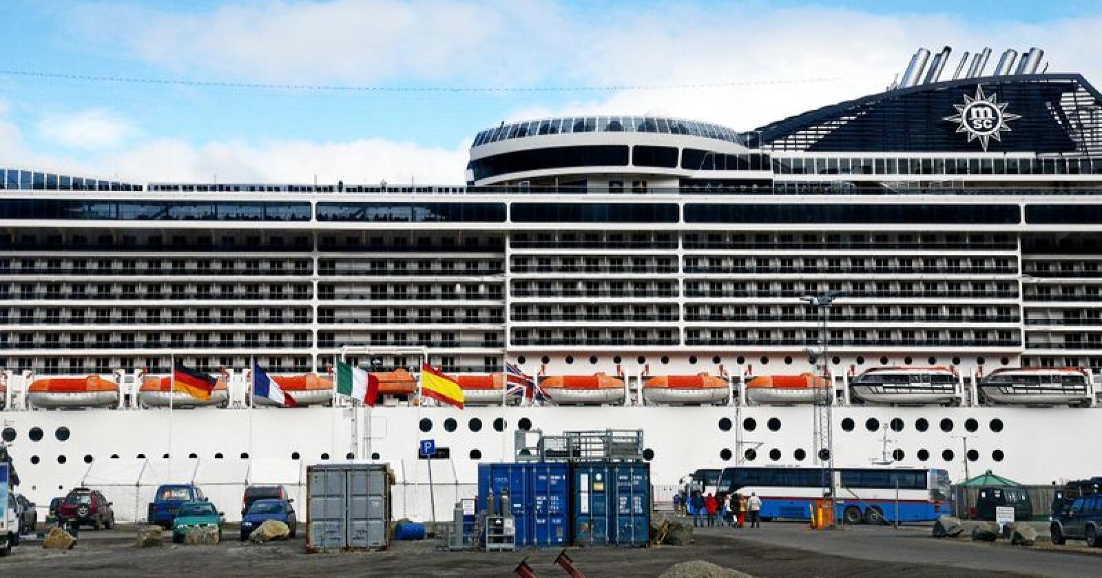Cruisebåt på Svalbard. Foto: Siri Juell Rasmussen