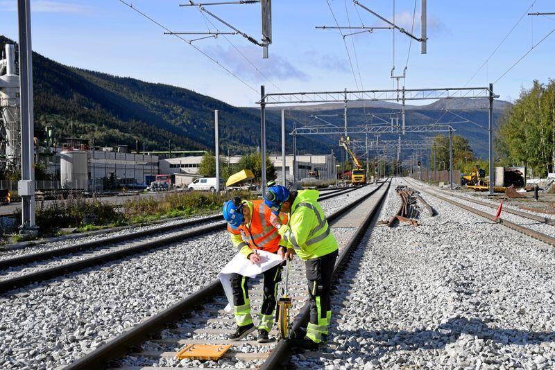 Sporarbeid: Et nytt kryssingsspor er bygd på Kvam stasjon i Gudbrandsdalen. Lengre kryssingsspor gjør at godstransport kan flyttes fra veg til jernbane. Foto: Bane NOR