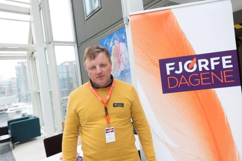 Styreleder i Norsk Fjørfelag,Kolbjørn Frøseth, håper at Coop vil bidra til å større eggprodusenter som nå er iferd med å gå over til frittgående høns. Han foreslår én krone per kilo egg i to år framover. Alle foto: Håvard Zeiner