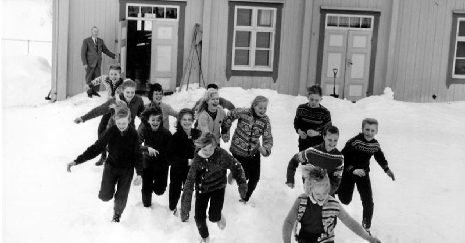 Kampen for grendeskolen har lange tradisjoner i norsk distriktsdebatt. Bildet viser en privat skole i Vats i Hallingdal i 1962. Foto: Aage Storløkken / Aktuell / NTB scanpix