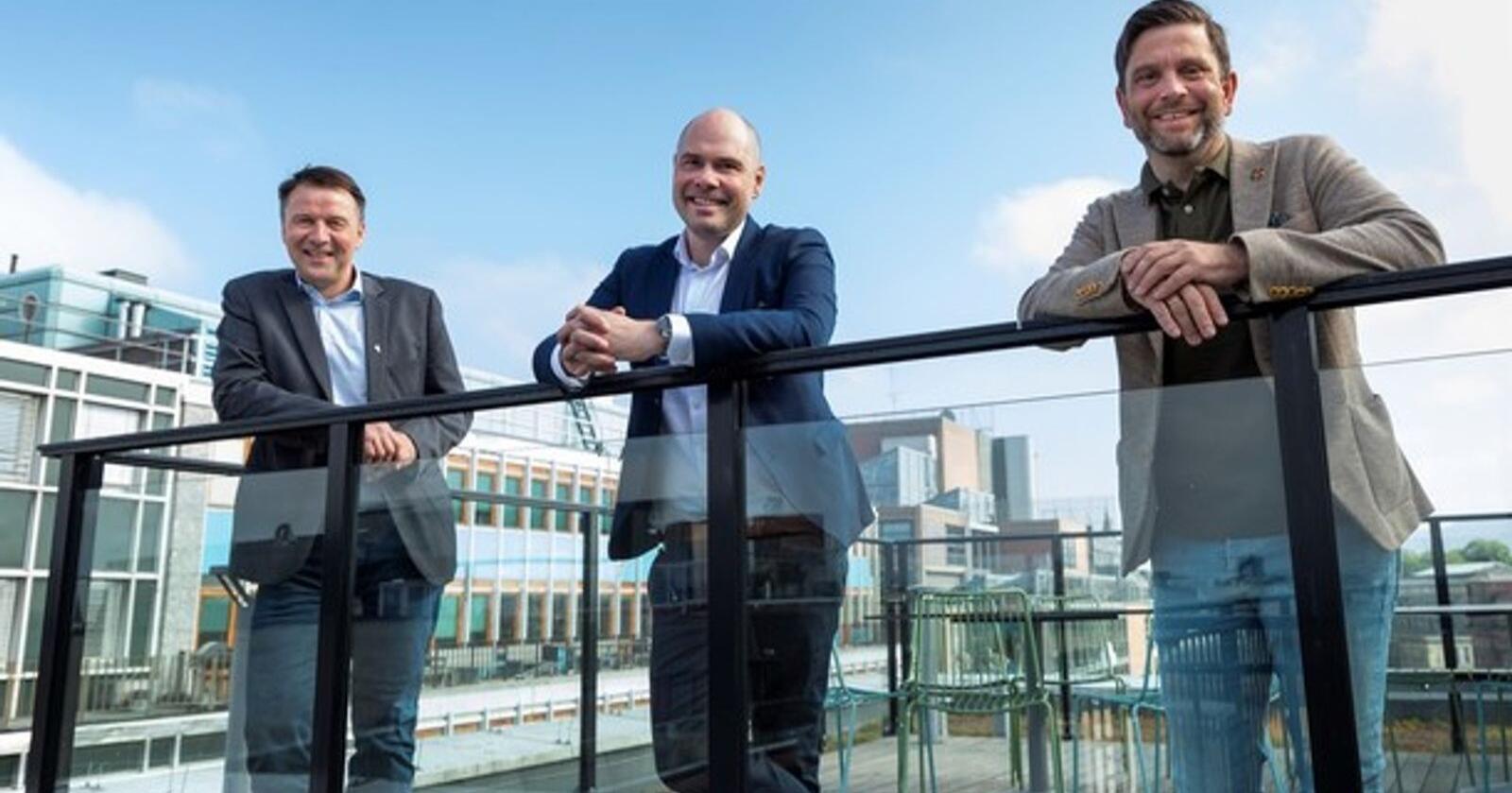 Fra venstre: Leder Lars Petter Bartnes, Norges Bondelag, konsernsjef Anders Møller Opdahl, Amedia og styreleder Kjell S. Rakkenes i Tun Media. Foto: Werner Juvik, Amedia.