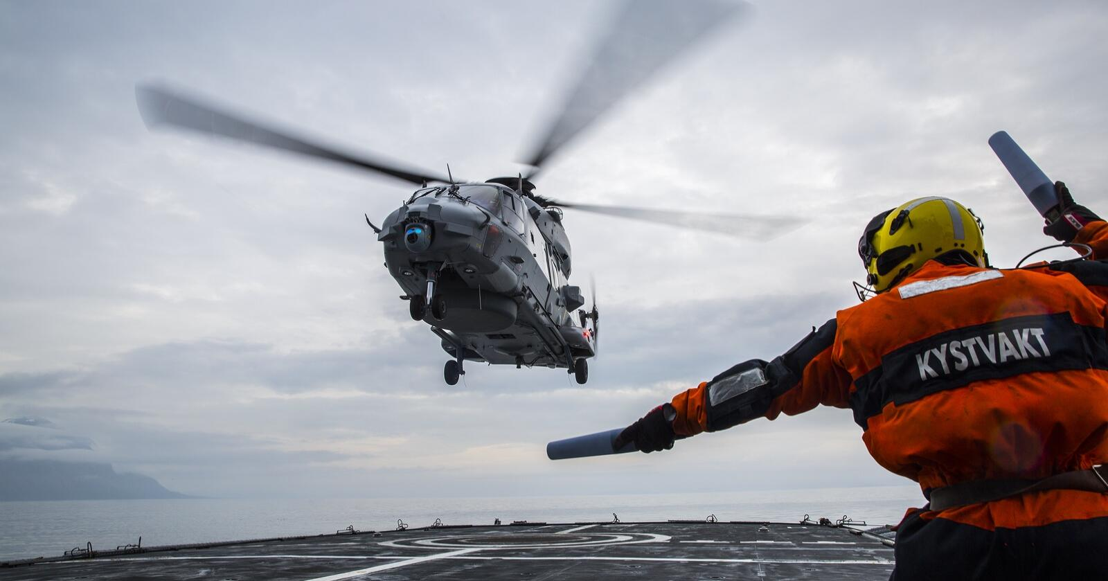 Fortsatte forsinkelser for helikopteret NH-90 skaper problemer for Kystvakta. I fjor ble det bare 67 timer operativ flytid fra kystvaktfartøy, og fra oktober 2020 har det stått stille. Foto: Mats Grimsæth/ Forsvaret
