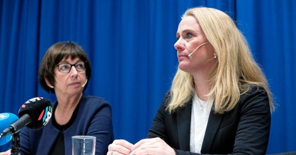 Skandale: Arbeids- og sosialminister Anniken Hauglie (H) og  NAV-direktør Sigrun Vågeng tv. foralte mandag om den omfattende skandalen der mennesker har blitt uriktig dømt for trygdesvindel. Foto: Terje Pedersen/NTB scanpix