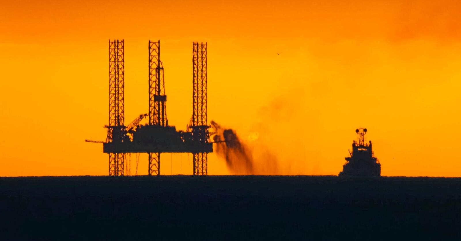 Nytt spor: Nå tåler ikke kloden en verden som higer etter olje lenger. Norge må på et nytt spor, skriver Gunnar Gundersen. Foto: Mostphotos