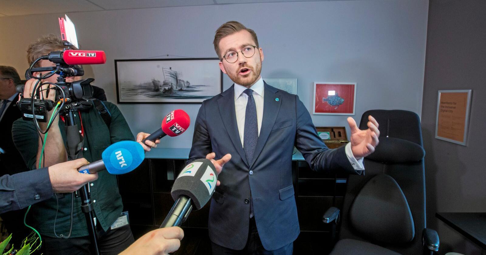 Sveinung Rotevatn blir ny klima- og miljøminister, og får dermed ansvar for blant annet rovdyrpolitikken. Foto: Terje Pedersen / NTB scanpix