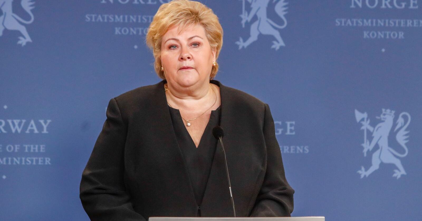 Statsminister Erna Solberg (H) holdt pressekonferanse etter statsråd på Slottet fredag. Foto: Terje Bendiksby / NTB scanpix