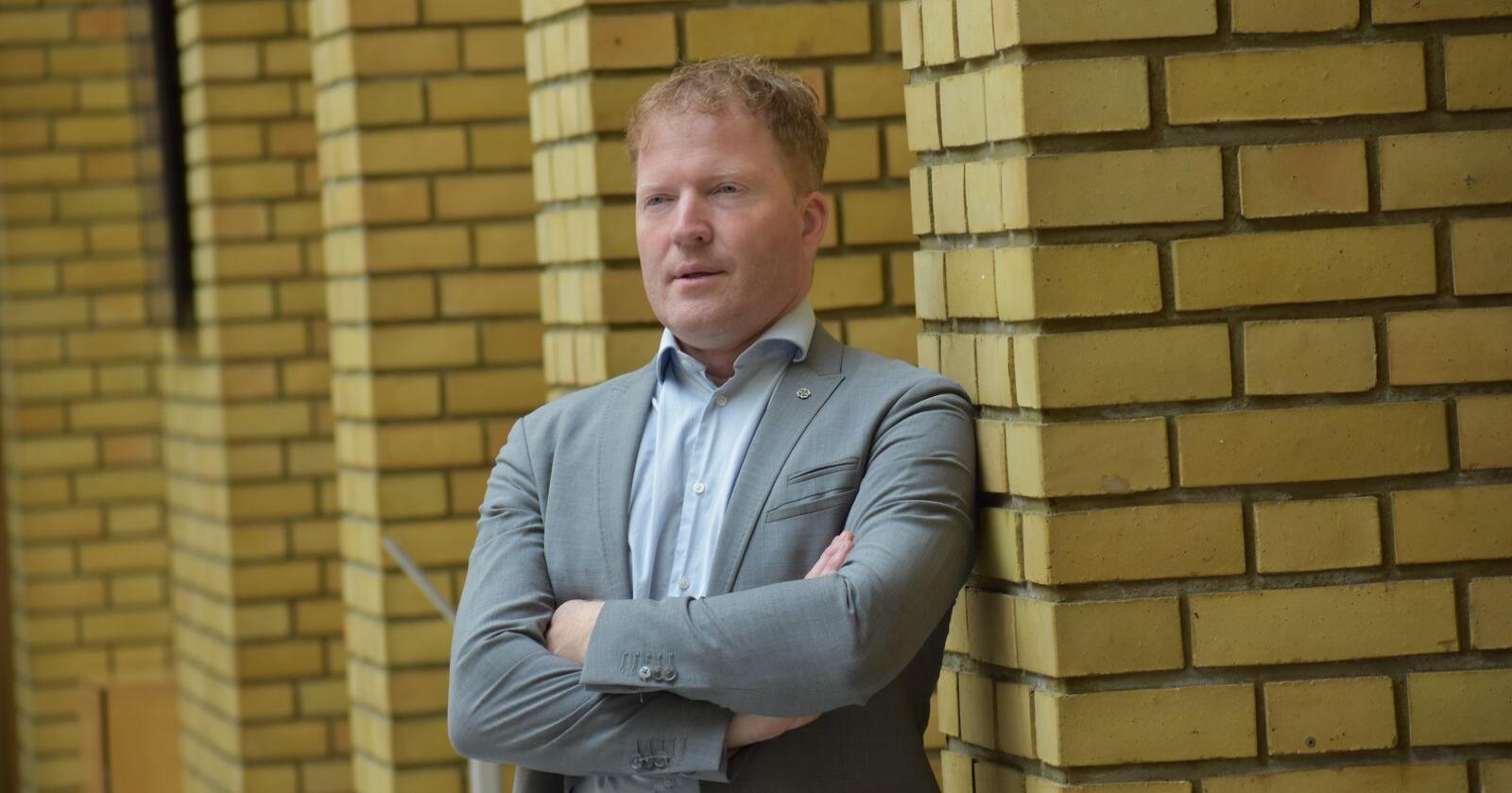 Senterpartiets Sigbjørn Gjelsvik sier det ikke er aktuelt med noen folkeavstemning om norsk EØS-medlemskap i nær fremtid. Foto: Henrik Heldahl