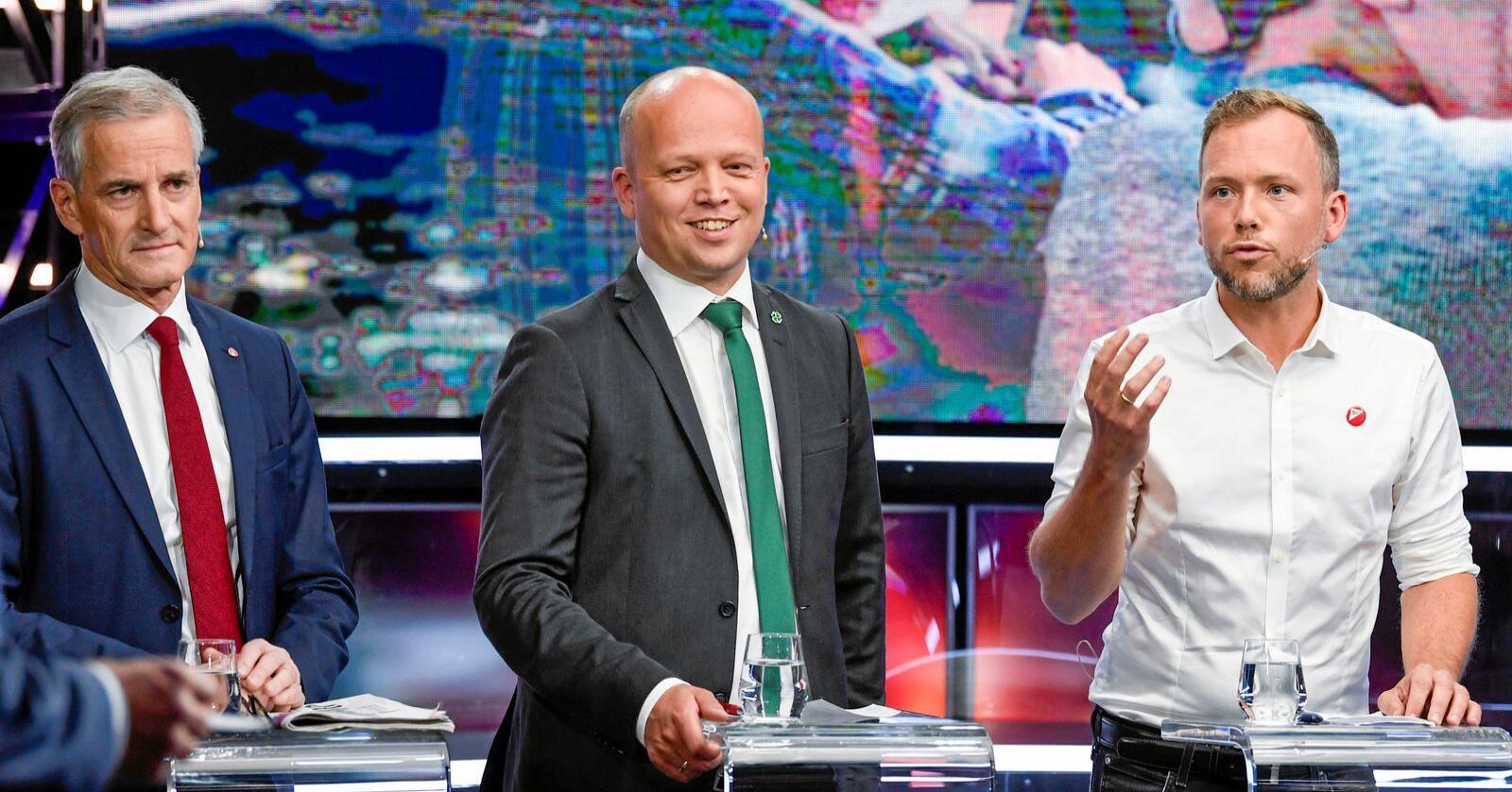 En fersk partimåling gir Jonas Gahr Støre (Ap), Trygve Slagsvold Vedum (Sp) og Audun Lysbakken (SV) grunn til å smile. Foto: Marit Hommedal / NTB