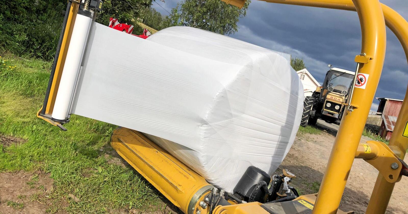 På seinsommeren i fjor ble det kjent at mer enn 2000 tonn landbruksplast ikke blir levert til gjenvinning. Foto: Lars Bilit Hagen