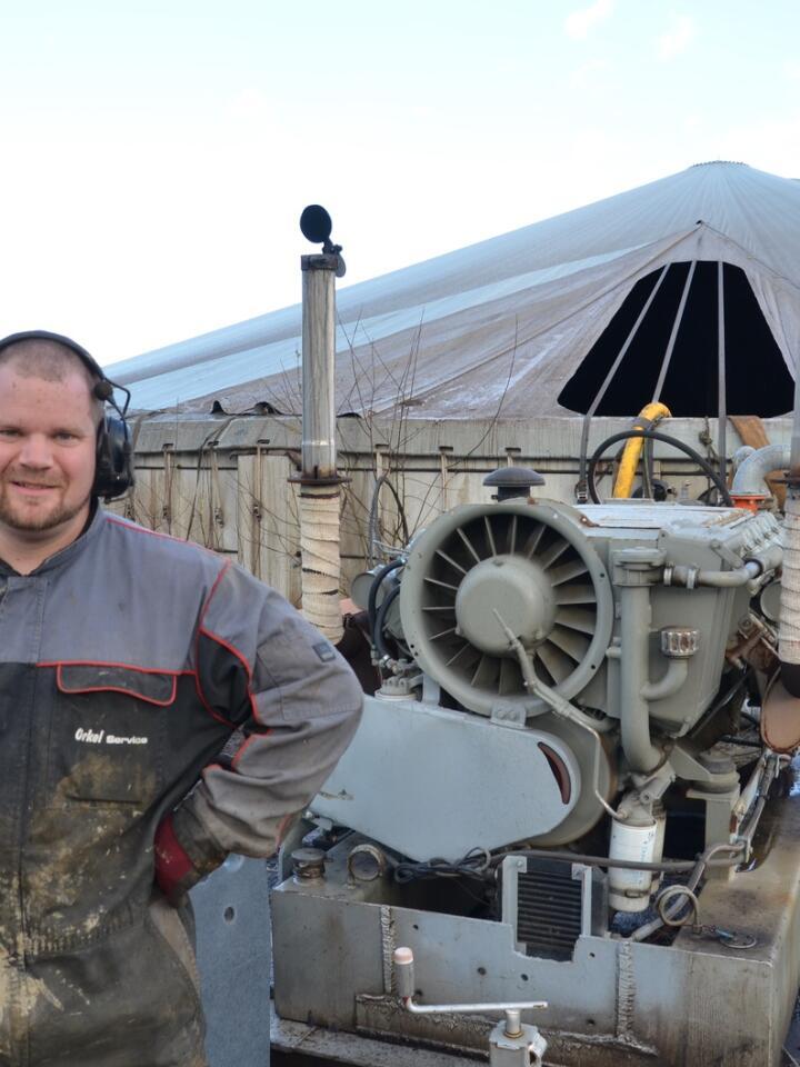 Kraftig: Lars Halvor Stokstad Oserud har koblet en Doda HD35 gjødselpumpe til en luftkjølt Deutz Fahr V10-motor med 300 hestekrefter.
