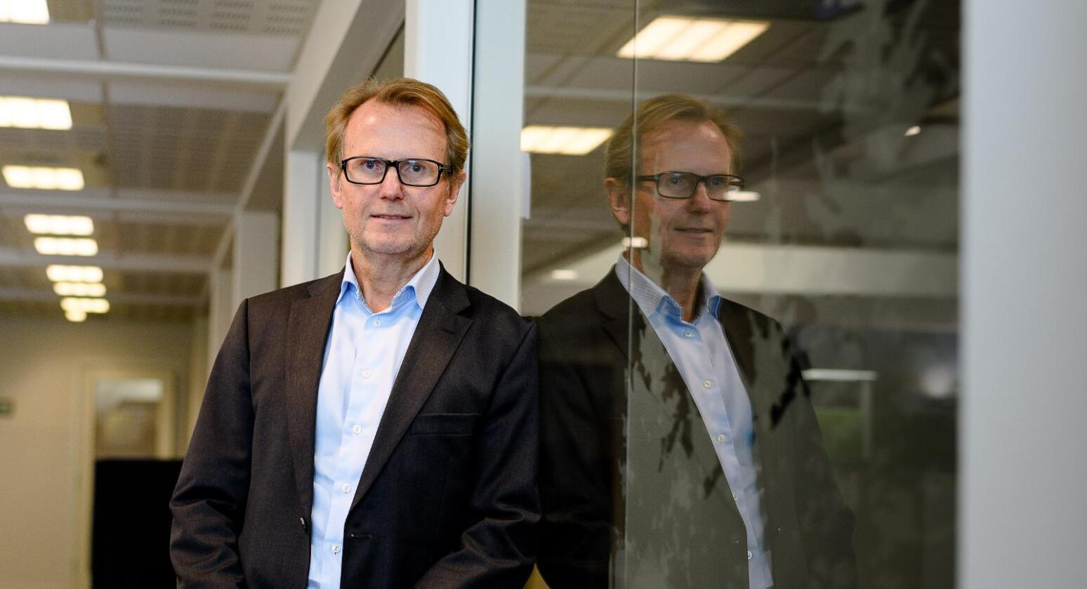 Ønsker mer risiko i sparingen: – I dagens lavrenteregime må man ta en del risiko i sparingen bare for å beholde kjøpekraften på pengene på lang sikt. En god andel av den langsiktige sparingen bør derfor være i aksjer, mener administrerende direktør Per Erling Mikkelsen i Landkreditt Forvaltning. (Foto: Bjorn H Stuedal/Landkreditt Bank)