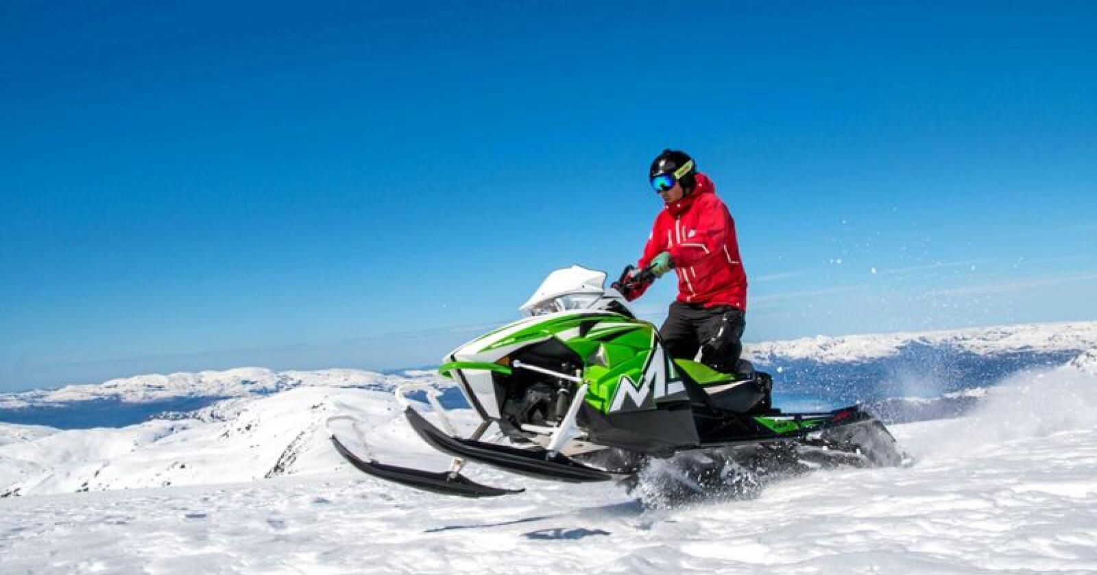 85.000 snøskutere: Norge har rundt 85.000 registrerte snøskutere. Kjøring med snøskuter er en allminnelig transportform vinterstid i store deler av landet – med påska som høysesong. Her fra snøskuterkurs for ungdommer der sikkerhet og trygg ferdsel står i fokus. Foto: Norsk Friluftsliv