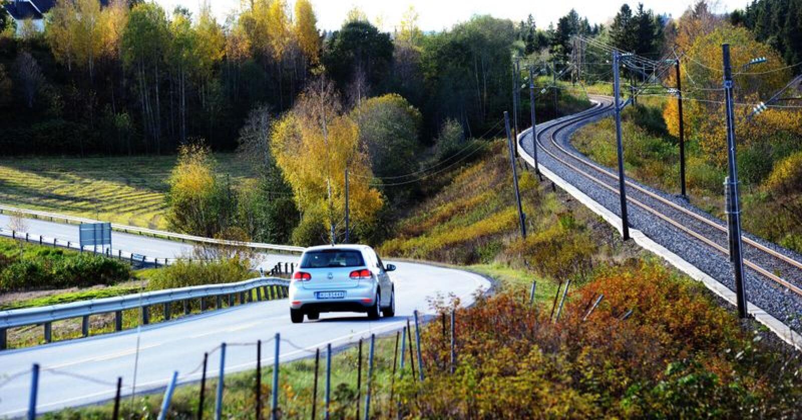 I rapporten heter det at ulempene med bilkjøring i spredtbygde områder er små. Foto: Siri Juell Rasmussen