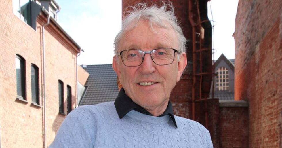 Oddbjørn Flataker og Tyr har fått faglaga med på å kreve en million kroner i jordbruksforhandlingene for å styrke avlen på norsk kjøttfe. Foto: Dag Idar Jøsang