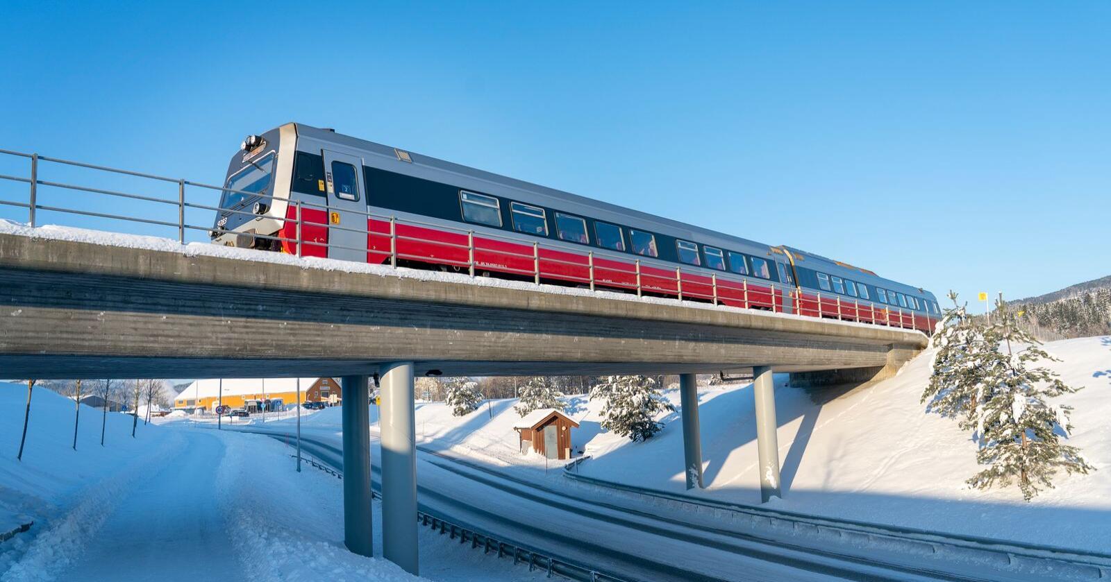 Alminnelig flertall i Stortinget er nok til å slutte seg til EUs fjerde jernbanepakke, fastslår Høyesterett. Illustrasjonsfoto: Gorm Kallestad / NTB