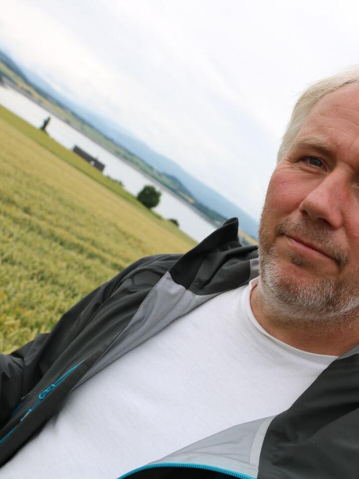 Øyvind Austad fra Inderøy i Trøndelag tar posisjonsbestemte jordprøver for NLR og jobber nå med et prosjekt på å bruke georadar for å finne igjen blant annet gamle drensrør i bakken.