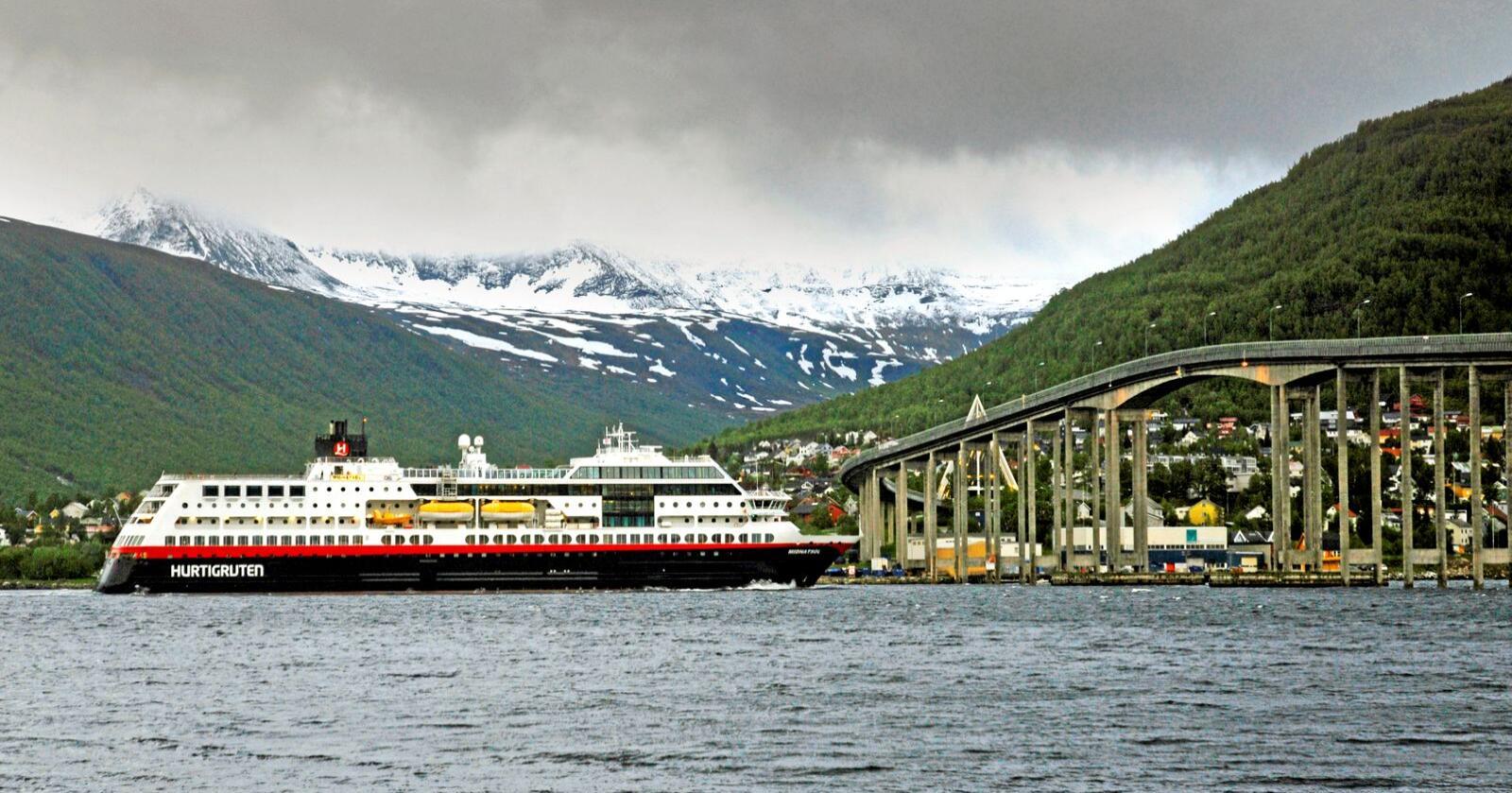 Hurtigruten bør nasjonaliseres. Foto: Rune Stoltz Bertinussen / NTB