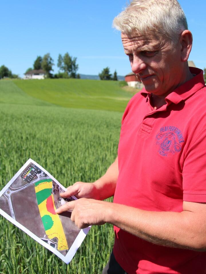 HAR TRUA: Etter en vellykket utprøving av variabel såmengde på 100 dekar i fjor, har korn- og grisebonde Mikkel Snarud sådd nesten hele kornarealet med variabel tildeling i år.