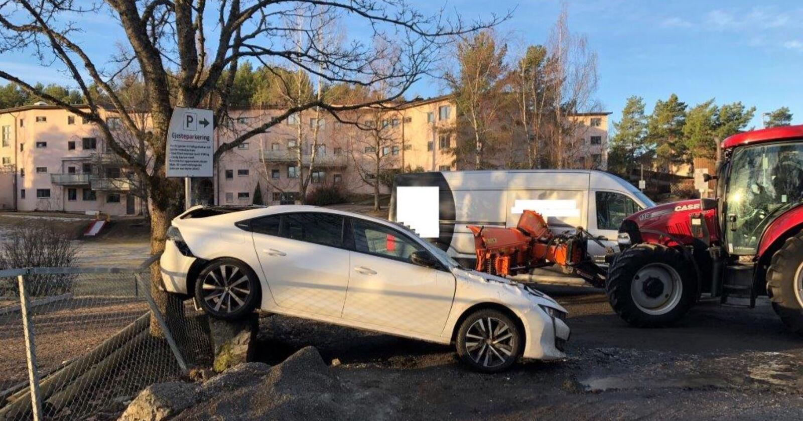 Hærværk: Bilen så ut til å ha fått hard medfart etter møtet med den stjålne traktoren